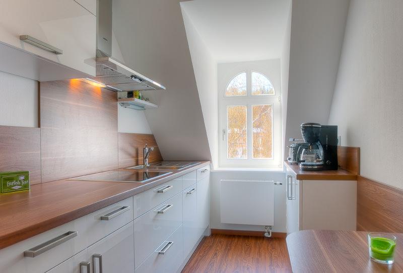 Kueche-farbiger-apartment-otto-meissen
