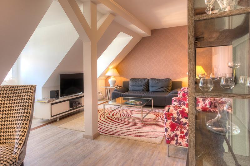Wohnzimmer-Blick-vom-Essbereich-apartment-xenia-meissen
